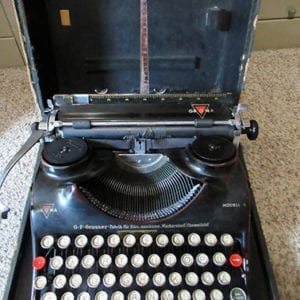 PORTABLE SS TYPEWRITER 'GROMA'